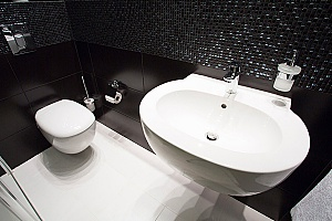 a bathroom that was updated through Northern Virginia bathroom remodeling services